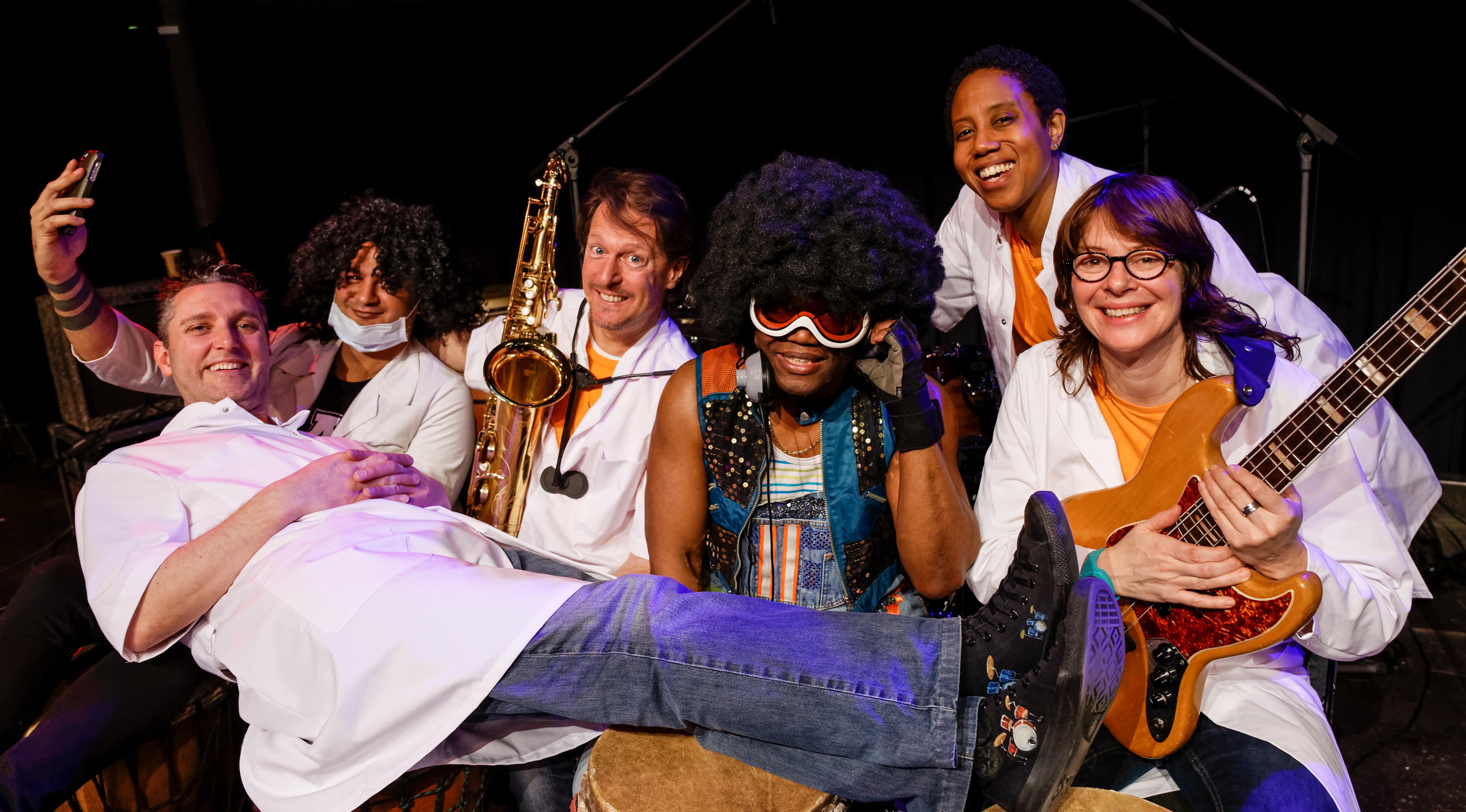 Groepsfoto Winston en zijn muzikanten